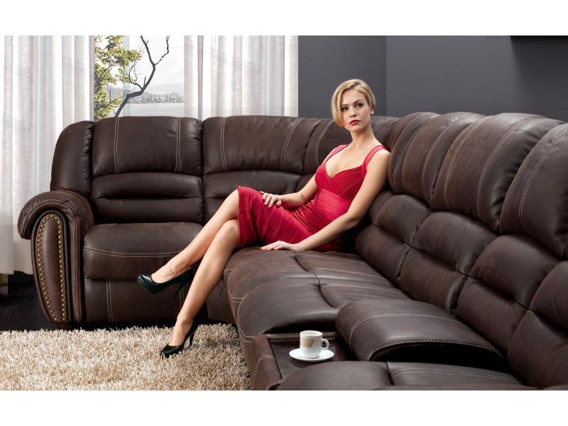 Секс в большом диване отличный